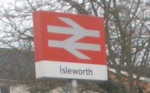 NewsStandIsleworthStation